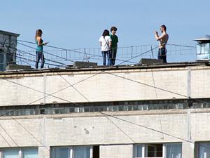 Горожанам не позволят 9 мая наблюдать за самолетами и салютом с крыш домов