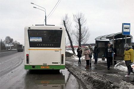 400-й автобус не довез пассажиров в Зеленоград из-за лопнувшего колеса