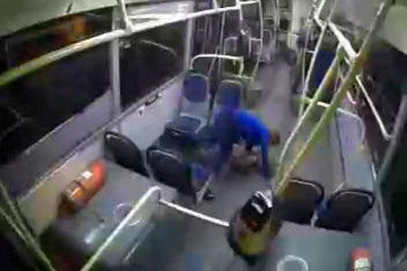 Обнародовано полное видео момента столкновения стритрейсера с автобусом на Середниковской улице