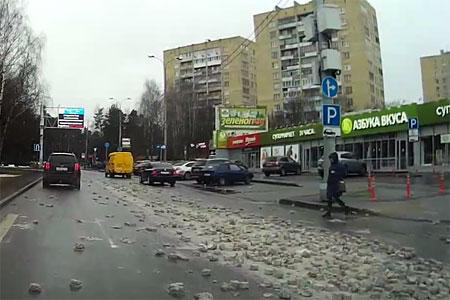 Полоса препятствий на дороге