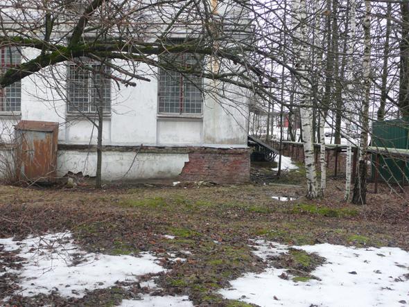 Завод в Андреевке оштрафовали за мусор и неприглядный фасад