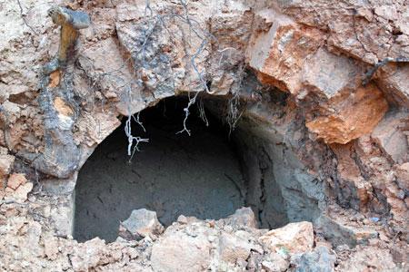 Строители развязки у «Штыков» раскопали за курганом Славы загадочное строение
