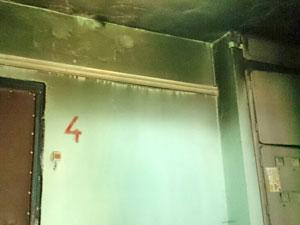 Коммунальная квартира во 2-м микрорайоне загорелась после визита электрика