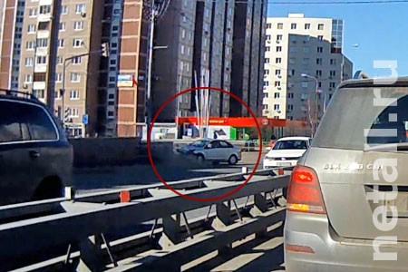 Появилось видео момента вылета машины с дороги у Зелрайсуда