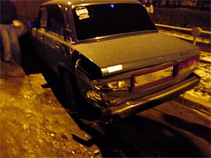 Пьяный водитель врезался в припаркованное авто