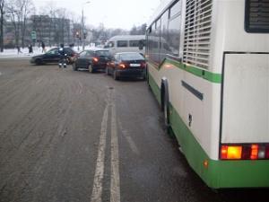 Пенсионерки получили травмы в автобусе