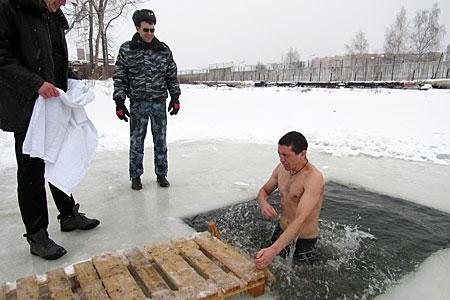 В зеленоградской колонии впервые устроили крещенские купания