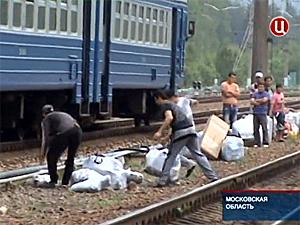 В Поварово спецслужбы остановили поезд с нелегальным товаром