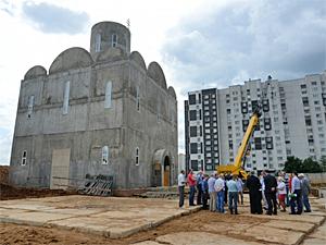 Храм в Александровке достроят к августу