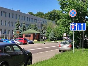 Полицейским запретили парковаться рядом с УВД