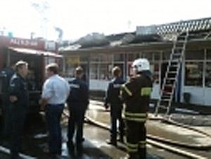 На станции Сходня загорелись торговые палатки