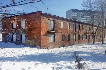 Бывший жилой дом на бульваре в 16-м микрорайоне выставили на продажу