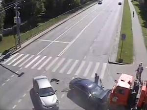 Опубликовано видео вчерашнего ДТП на проспекте Генерала Алексеева