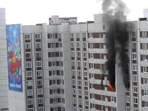 На крупном пожаре в 15-м микрорайоне спасли пять человек