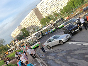 Две машины заблокировали въезд на Крюковскую площадь