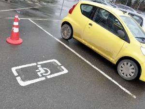 Парковка на местах для инвалидов «подорожает» в 15-25 раз