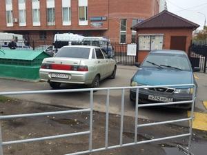 Управа попросила полицейских не парковаться на тротуаре