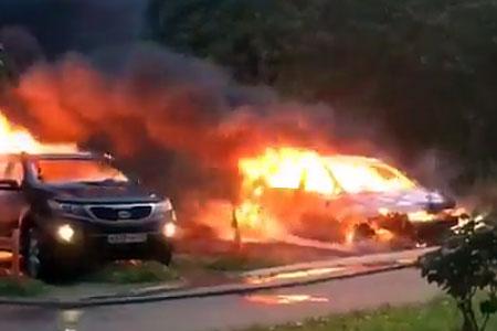 В Голубом сгорели две машины