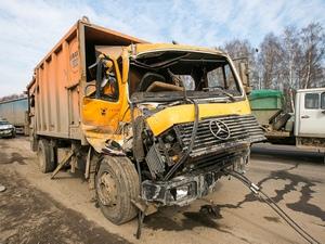 Мусоровоз «собрал» семь машин на Ленинградском шоссе