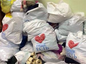 Волонтеры организовали курьерскую службу для сбора одежды для детей