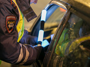 Автоинспекторы нашли в остановленной машине амфетамин и спайс