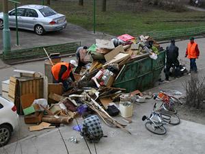 Префект предложил создать мусорный спецназ