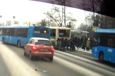 На автобусе с «толкача»