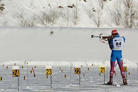 Биатлонист Елисеев завоевал очередное «золото» на Кубке IBU и провел худшую гонку в сезоне