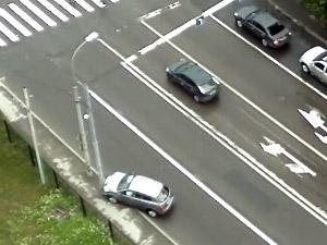 Потерявший сознание водитель врезался в столб