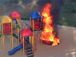 В 6-м микрорайоне сгорела детская площадка