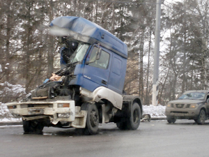 На Ленинградке столкнулись автовоз и молоковоз