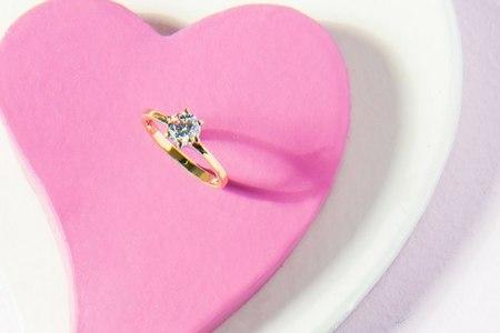 Ювелирный салон «ЭПЛ. Якутские бриллианты» дарит подарки ко Дню всех влюбленных
