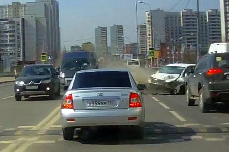 Появилось видео столкновения легковушки и фургона с пьяным водителем