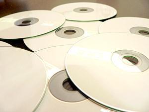 В 11-м микрорайоне накрыли «точку» с контрафактными дисками