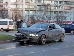 На перекрестке у Крюковской эстакады разбились две машины
