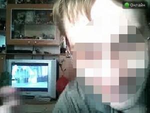 Отец развращал 7-летнюю дочь в онлайн-режиме