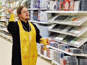 Новый гипермаркет окропили святой водой