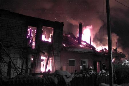 В Алабушево сгорели два частных дома