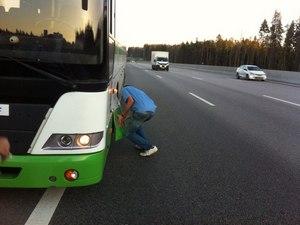 У 400-го автобуса на полном ходу лопнуло колесо на Новой Ленинградке