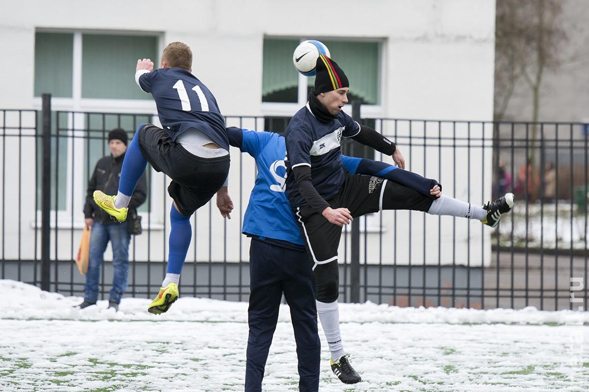 Весенний футбол на снегу