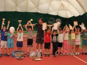 В теннисном клубе «Первая ракетка» открыт дополнительный набор