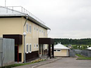 В приюте для животных замерзают 200 собак и персонал