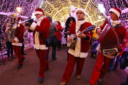 Уличные театры, «Путешествие в Рождество», «Круг света», киномарафон, музеи, усадьба Деда Мороза