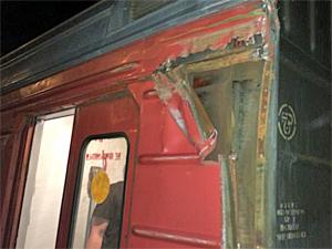 В Химках электричка едва не сошла с рельсов при столкновении с краном