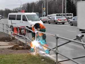 Дороги оградят от пешеходов еще в 18 местах
