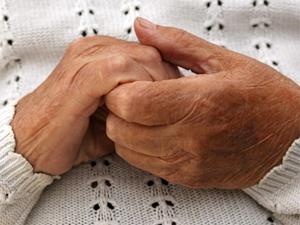 Мошенницы пообещали вылечить пенсионерку молитвой