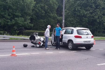В двух ДТП на Озерной аллее и улице Логвиненко пострадали мотоциклист и пешеход