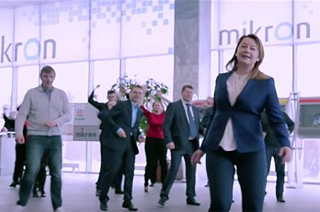 Работники «Микрона» снялись в музыкальном клипе
