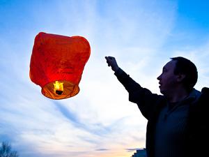 Префектура отказалась от рекордного запуска небесных фонариков