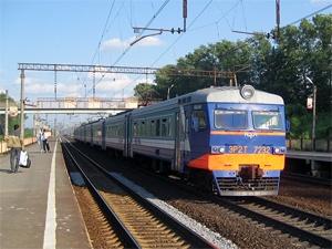 Спешившую на электричку девушку сбил другой поезд
